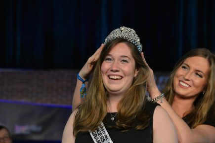 Caitlyn Foye receives her crown. (Photo by Dawn Pearson)